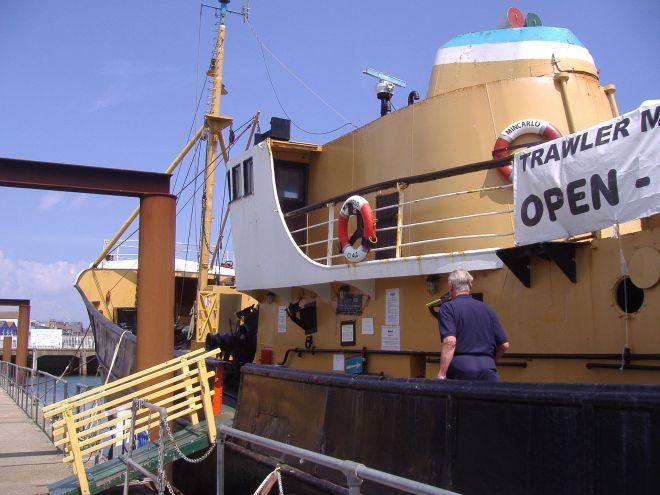 Trawler_Mincarlo,_Lowestoft,_13th_June_2009_(17)